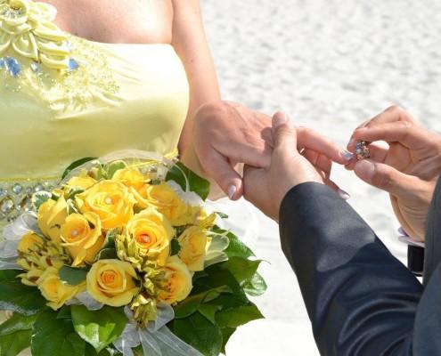 Brautpaar Ring an Finger