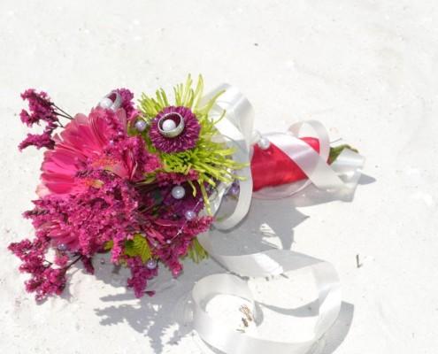 Brautstrauß klein mit Ringen