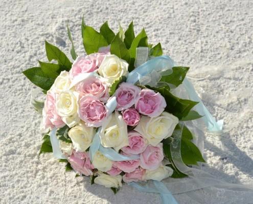 Brautstrauß im Sand