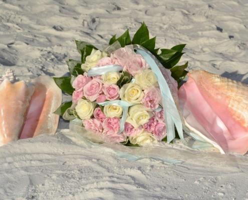 Brautstrauß pastell im Sand