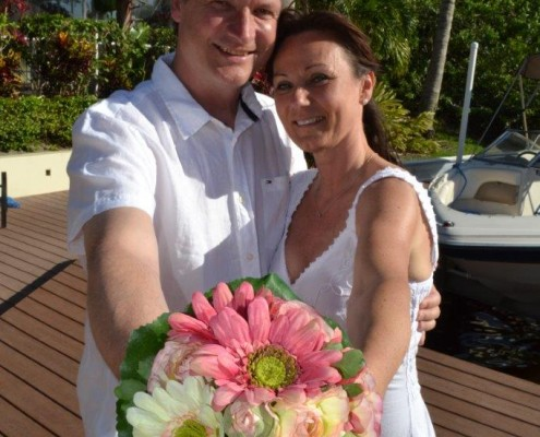 Brautpaar mit Brautstrauß in Florida