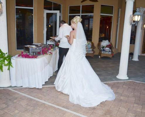 Braut beim Essen holen