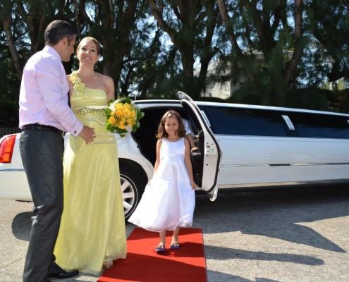 Limousine mit Brautpaar