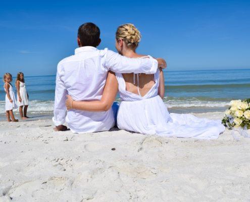 Strandhochzeit mit den eigenen Kindern