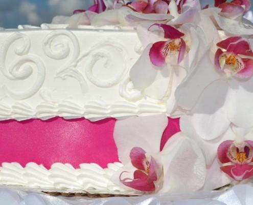 Blumen an Torte