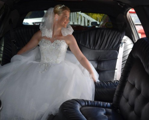 Braut in Limousine