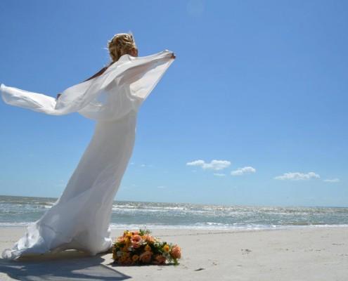 Braut auf Strand