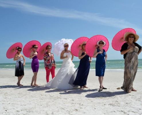 Gäste mit Schirmen