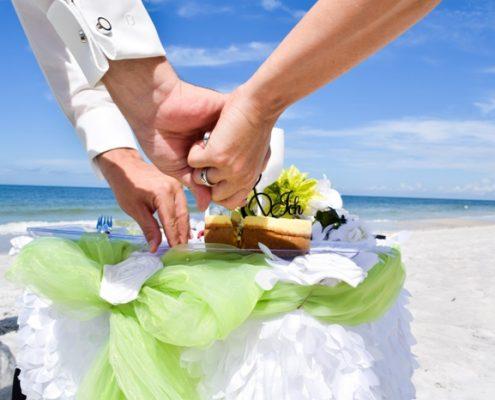 Hochzeitstorte am Strand