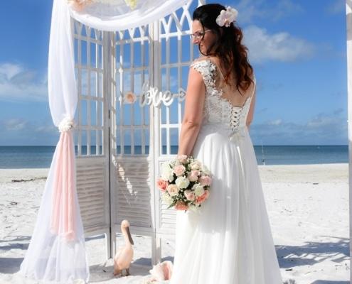 White-Vintage-Braut