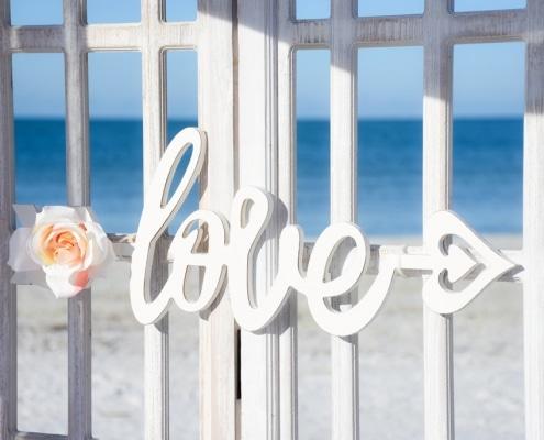 White-Vintage-Love-Zaun